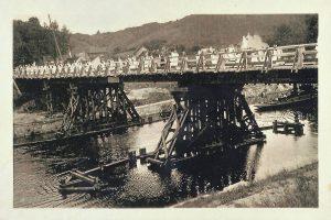 processie-op-de-noodbrug