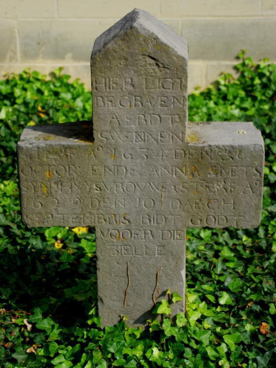 """Oude grafstenen op het """"nieuwe"""" kerkhof van Kanne (4)"""