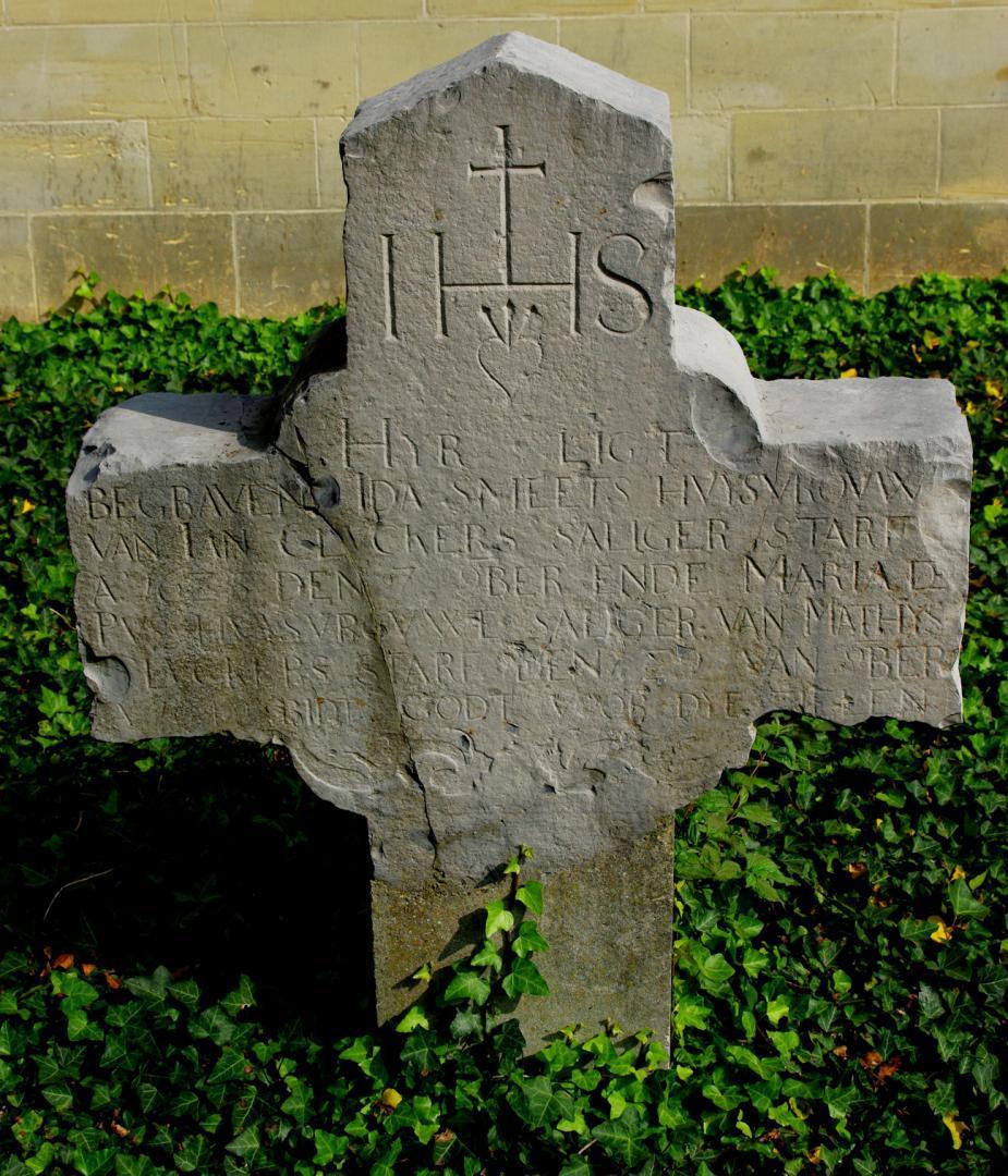 """Oude grafstenen op het """"nieuwe"""" kerkhof van Kanne (1)"""