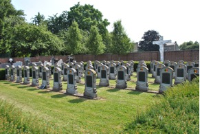 Militaire begraafplaats te Veldwezelt