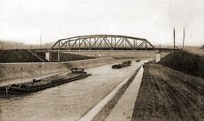 De bruggen over het kanaal in Kanne.