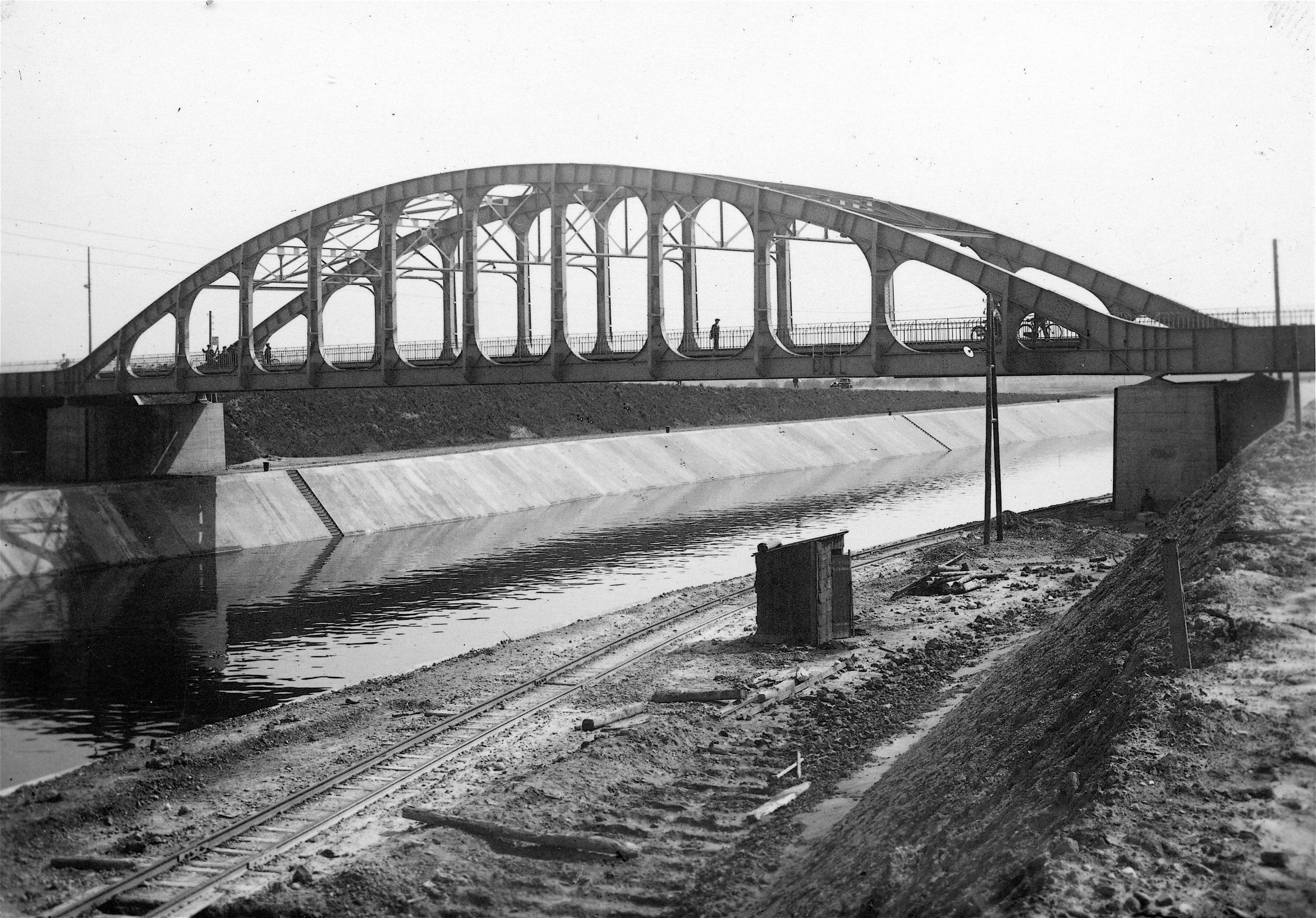 Foto-album Albertkanaal : De bruggen van Ternaaien tot Veldwezelt.